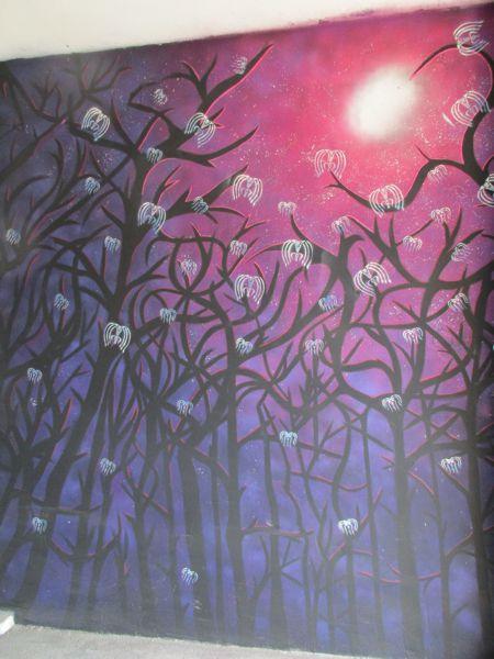Rote Sonne, Wunderbäume und Quallen