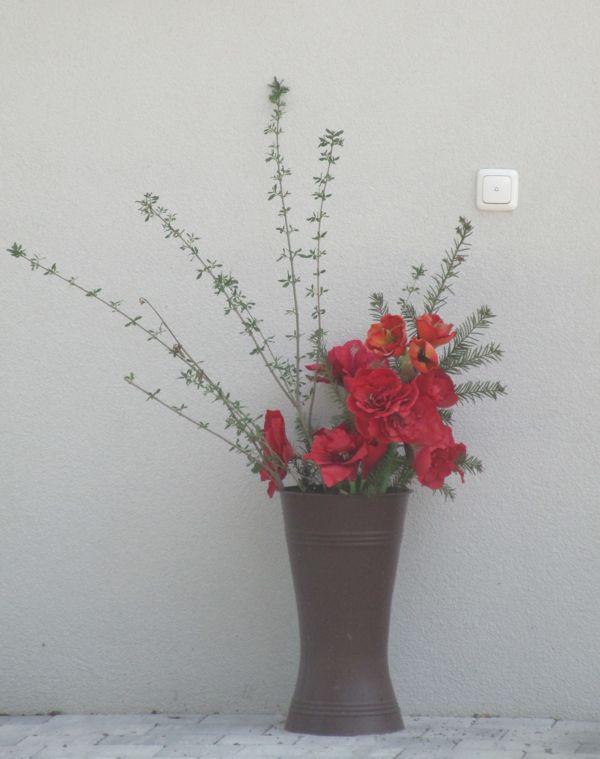 Stillleben mit roten Rosen