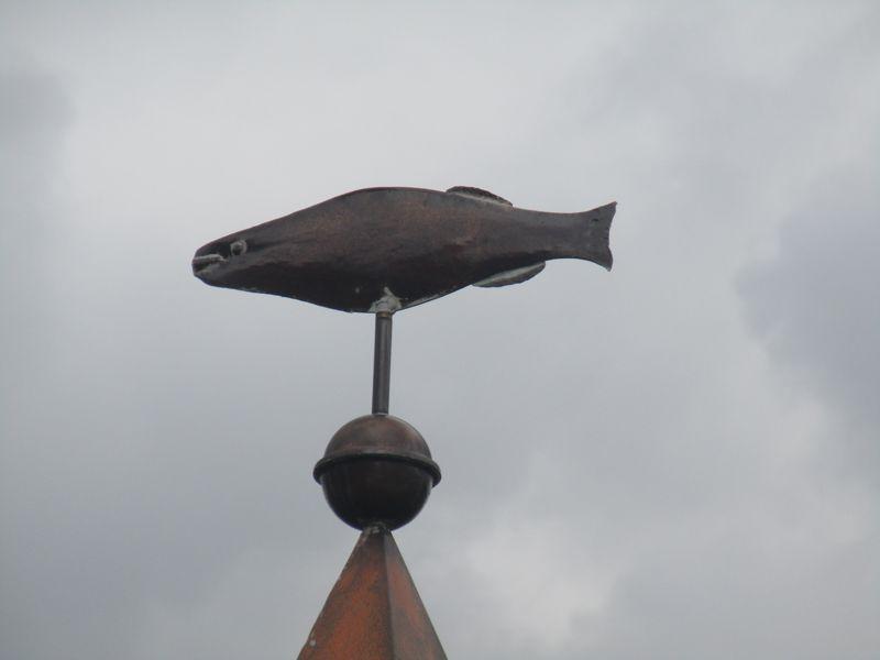 Fisch als Spitze des Marterls in Krumpendorf