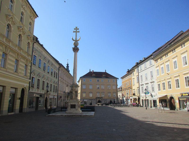 Der Alte Platz von Klagenfurt mit der Pestsäule am 17. März 2020