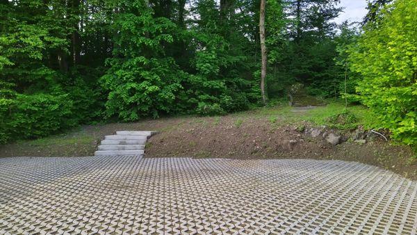 Zwei kurze Treppen in Krumpendorf im Mai